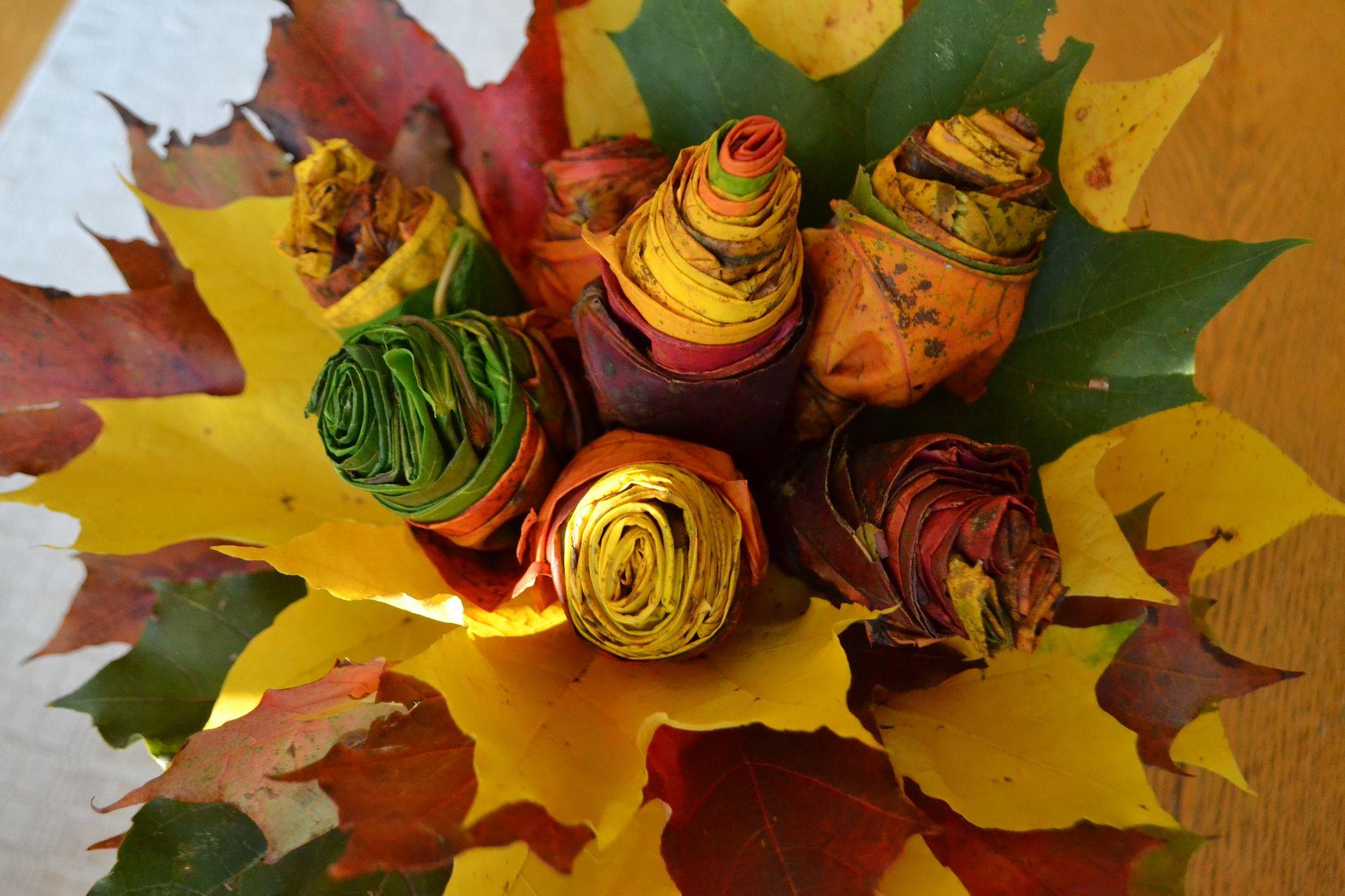"""Kaip sukurti """"gėles"""" iš klevų lapų rudenį"""
